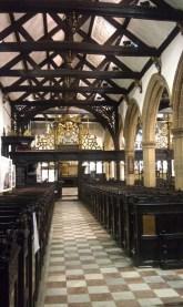 Intérieur de l'église St Jean l'Évangéliste, la plus ancienne église de Leeds