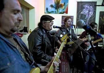 Cesar Scicchitano avec son groupe Heavy metal « Les pécheurs »