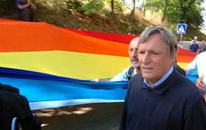 Don Ciotti manifestant en faveur d'une de ses causes