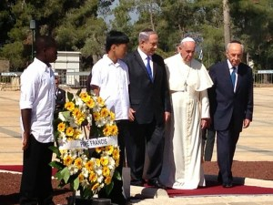 François a déposé une gerbe sur la tombe de Theodor Herzl