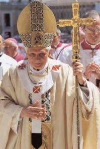 Benoît xvi avec le nouveau Pallium