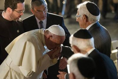 Bergoglio fait allégeance aux Rabbi