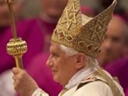 Étoiles juives sur la mitre de Ratzinger