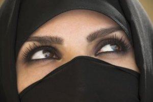 L'islam voile les femmes...