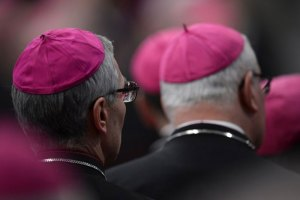 Des prélats de haut rang du Vatican se révoltent contre le pape