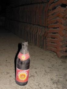 2015 Bierflasche im Dachstuhl Leichenhalle (480x640)