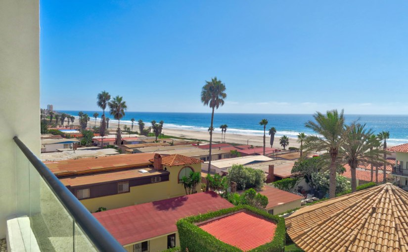Oceanfront Condo For Sale in Rosarito Beach Condo Hotel, Playas de Rosarito – USD $120,000