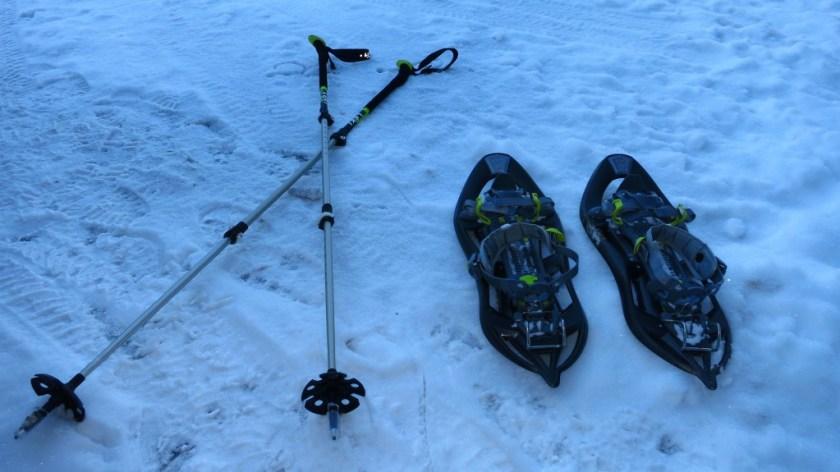 Schneeschuhe & Stöcke