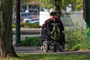 motorized-wheelchair-952190_1920