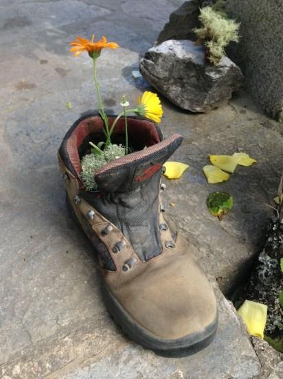 Camino shoe & flower