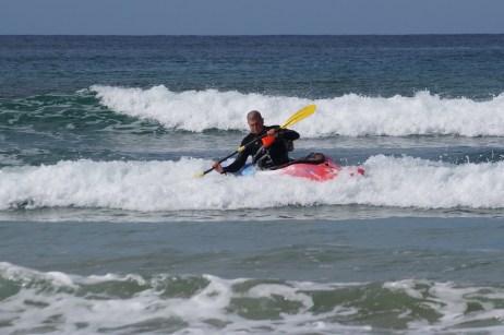 Carl surf kayaking, brace
