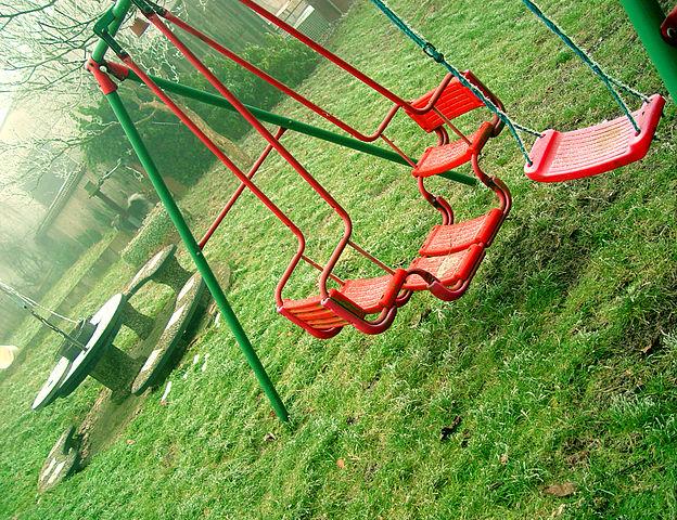 624px-Swingset