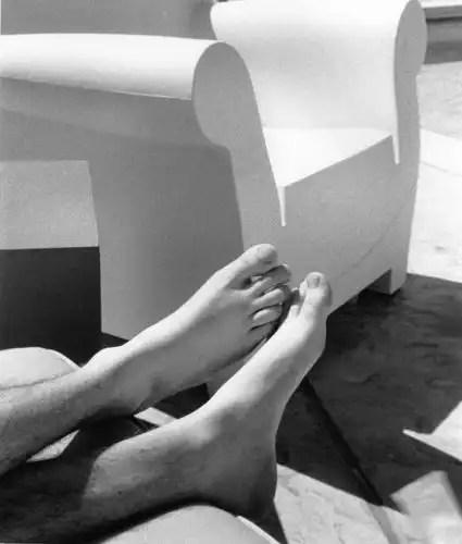 Feet-lasvegas-poolside-385439-l