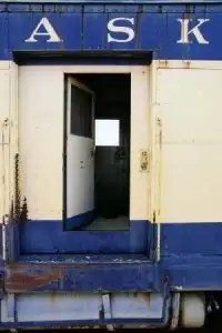 Train_california_rust_283311_l