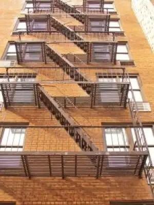 Fire_brick_apartment_228584_l