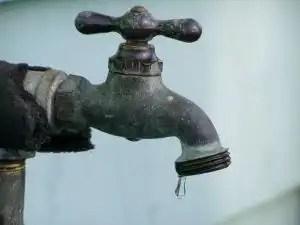 Faucet-plumbing-outdoors-42614-l