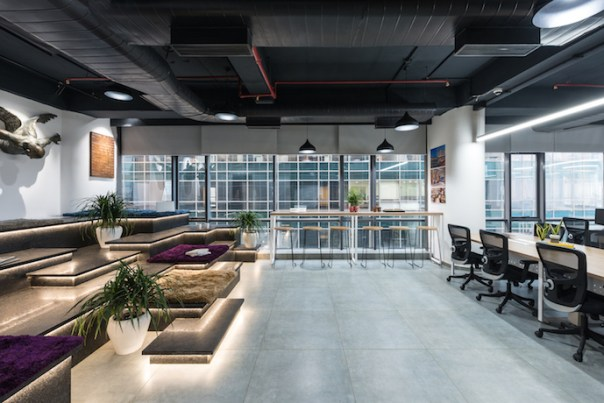 The stepped breakout area features leather finish granite and has been designed to serve multiple purposes such as collaboration space, quiet zone and refreshment area. Image courtesy of PHX India.