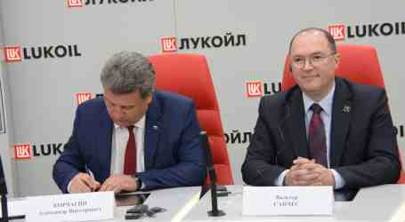 IndustriALL and Lukoil renew global agreement