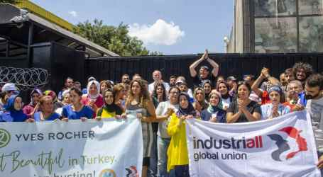"Turkey: ""Don't touch my picket line"", say dismissed Yves Rocher workers"