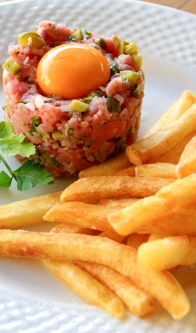 Steak tartare with pommes frites