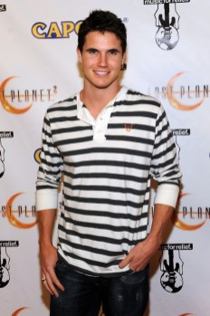 capcom-lost-planet-2-launch-party-robbie-amell