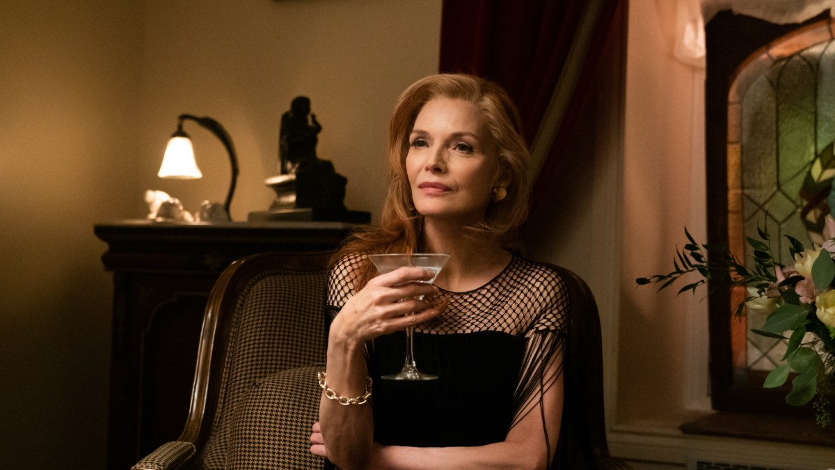 Michelle Pfeiffer stars in French Exit.