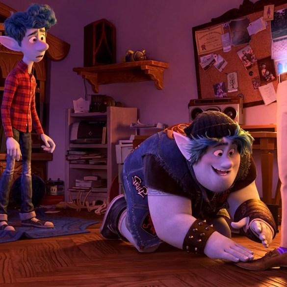 Ian (Tom Holland) and Barley (Chris Pratt) summon their father's legs.