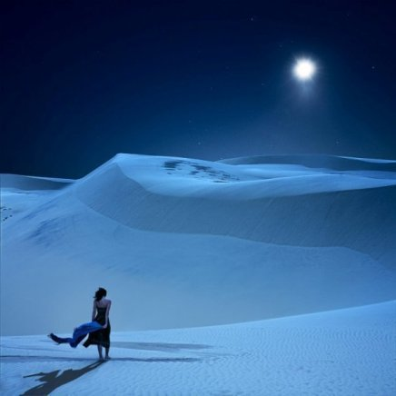 mujer-caminando sola