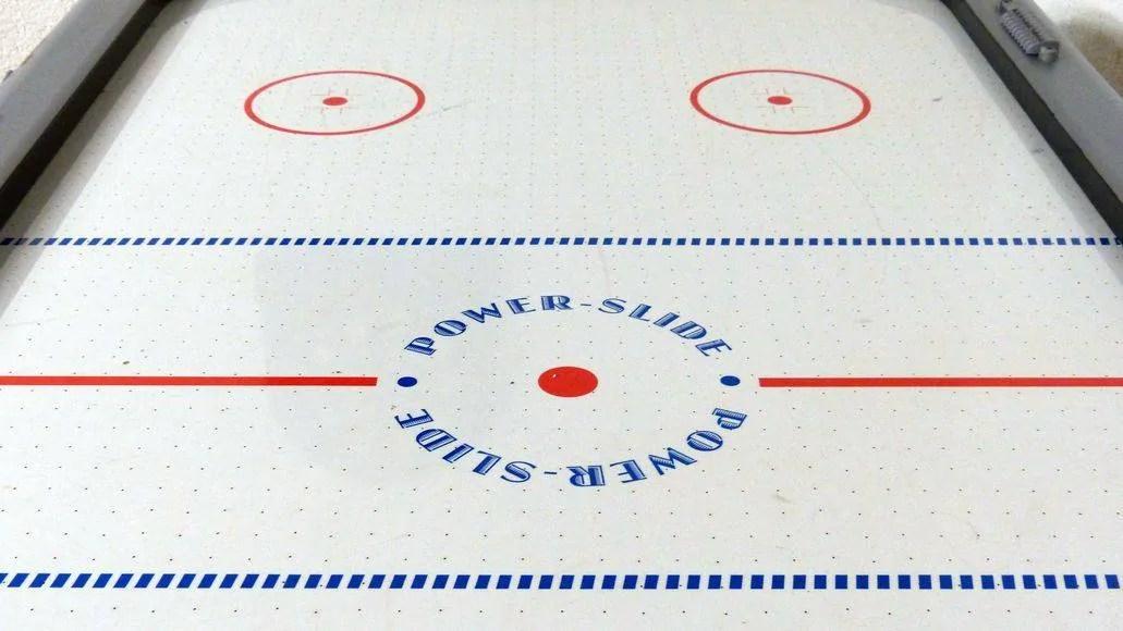 Surface of an air hockey table