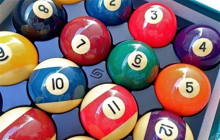 billiard balls in box