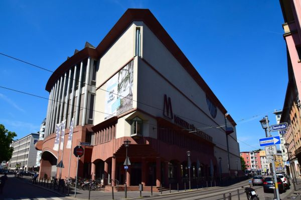 Frankfurt Museum Of Modern Art World-adventurer