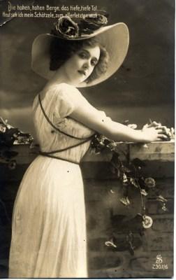 German Art nouveau fashion costumes. Belle epoche dressing.