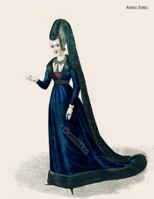 Medieval Women's Clothing. French courtesan. Middle Ages noble women in court dress. Renaissance and Burgundian fashion