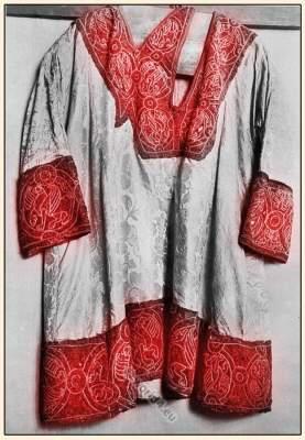 Dalmatica. German Emperor Henry II. Coronation mantle. Carolingian  costumes. Byzantine fashion history.