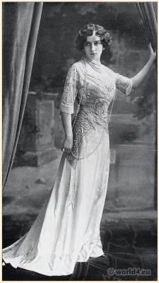 Art nouveau costume. Belle Époque fashion. Society dress in pink Liberty silk.