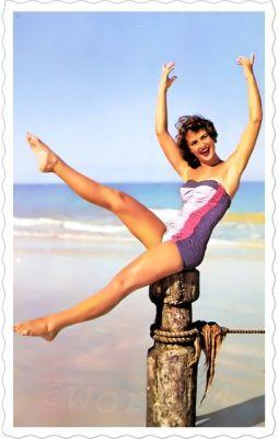 Vintage Bandeau Swimwear, 1960s. Marilyn Monroe Style Fashion and Looks. Boho style bathing suit.