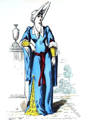 Lady of the manor. Gothic fashion. Burgundian fashion. Hennin. 15th century costumes.