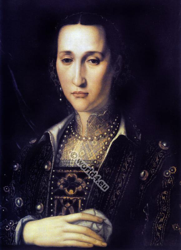 Portrait by Bronzino. Eleanor of Toledo. Renaissance costume.