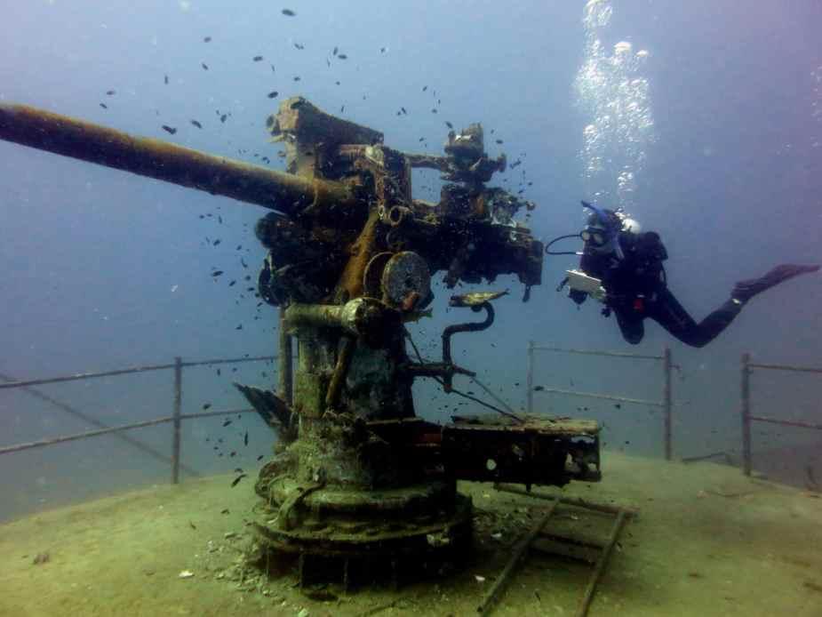 Divemaster mapping sattakut 742 shipwreck Koh Tao Thailand