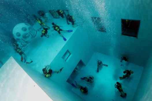 Scuba diving in Nemo 33 Brussels Belgium