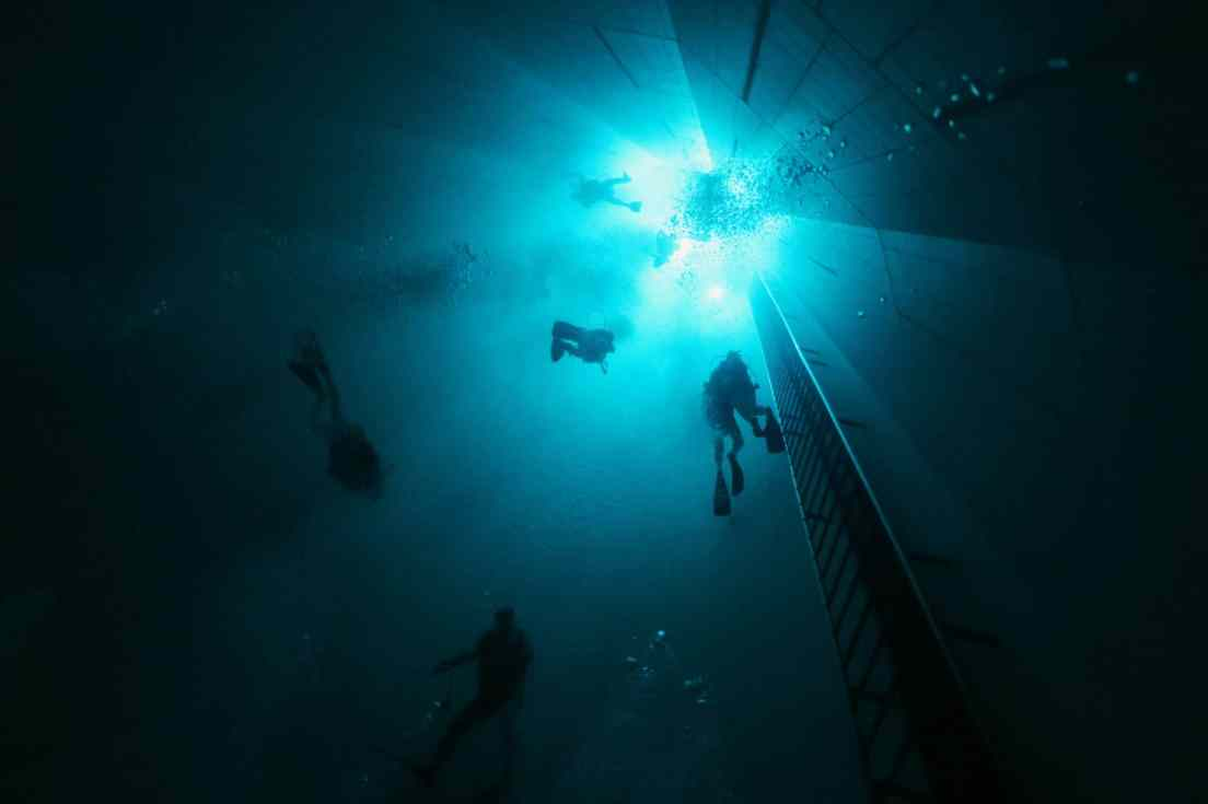 Scuba diving in Nemo 33 Brussels Belgium