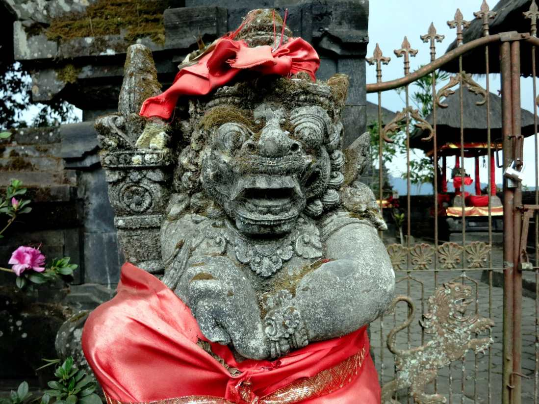 Statue Pura Ulun Bedugul Temple Bali