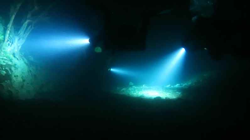 night dive in Capodacqua Lake Italy
