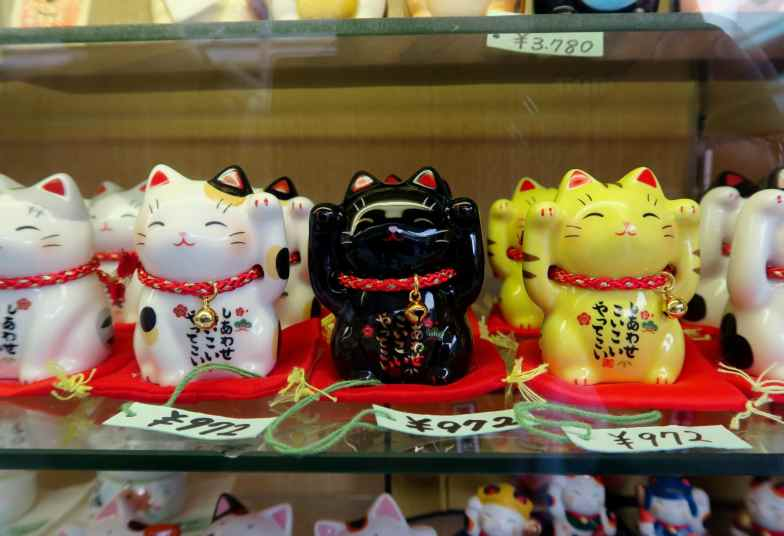 manekineko lucky cat Asakusa Tokyo Japan