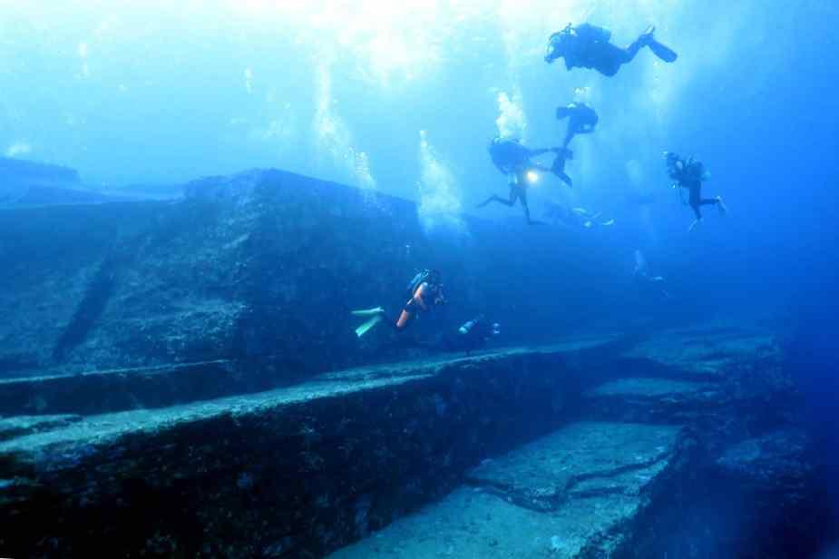 Yonaguni Monument diving Okinawa Japan