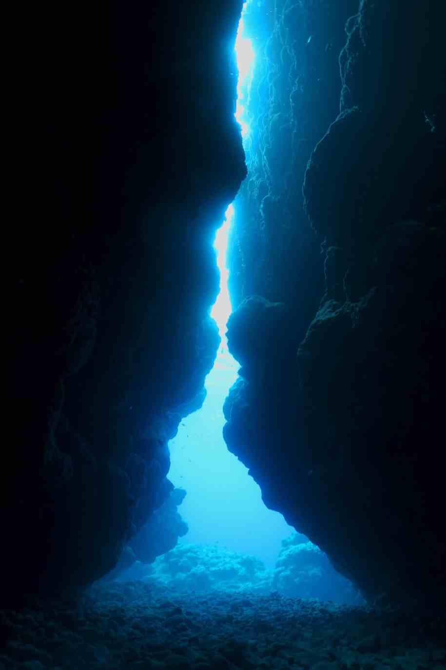 Nakamoto Cave Scuba diving Kuroshima Ishigaki Okinawa Japan