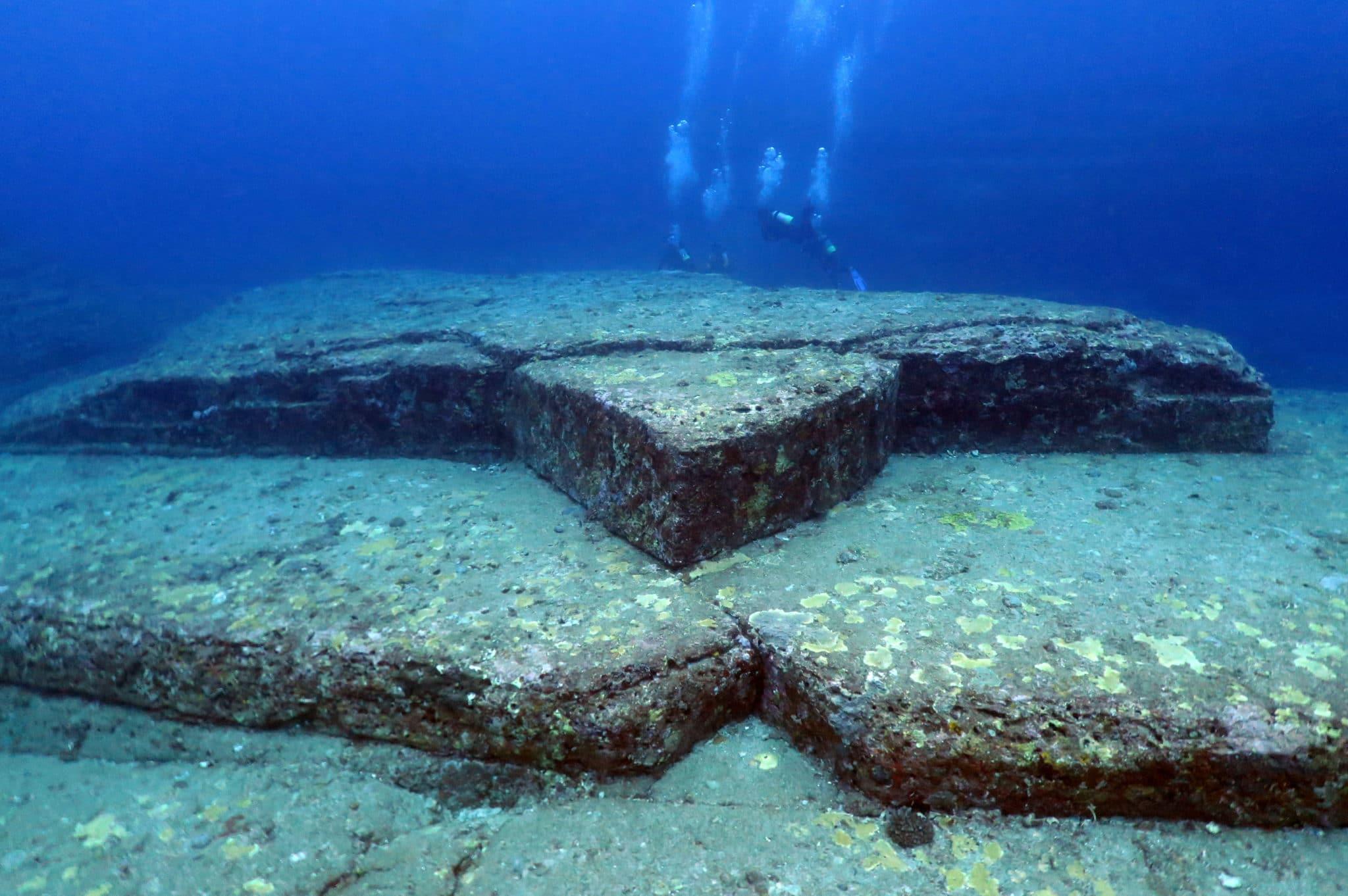 Diving Yonaguni Okinawa Japan
