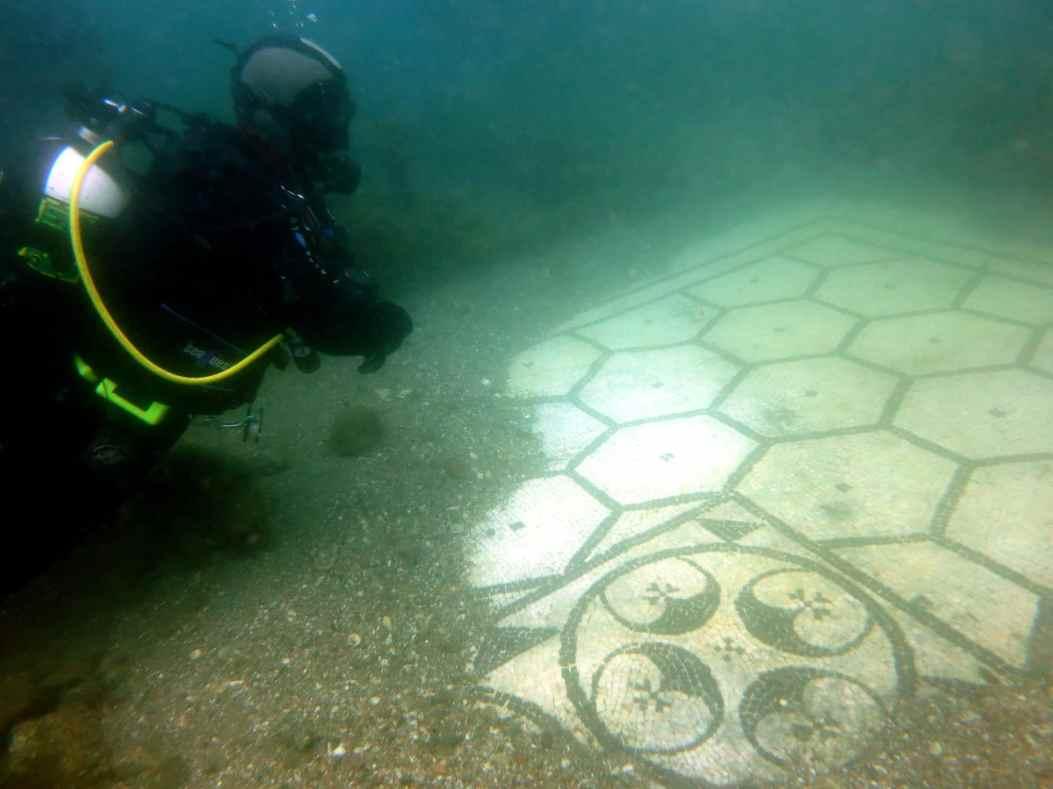 Villa a Protiro - scuba diving underwater archeological park Baia - plongée cité engloutie Baia