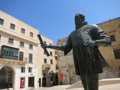 Valetta founder statue