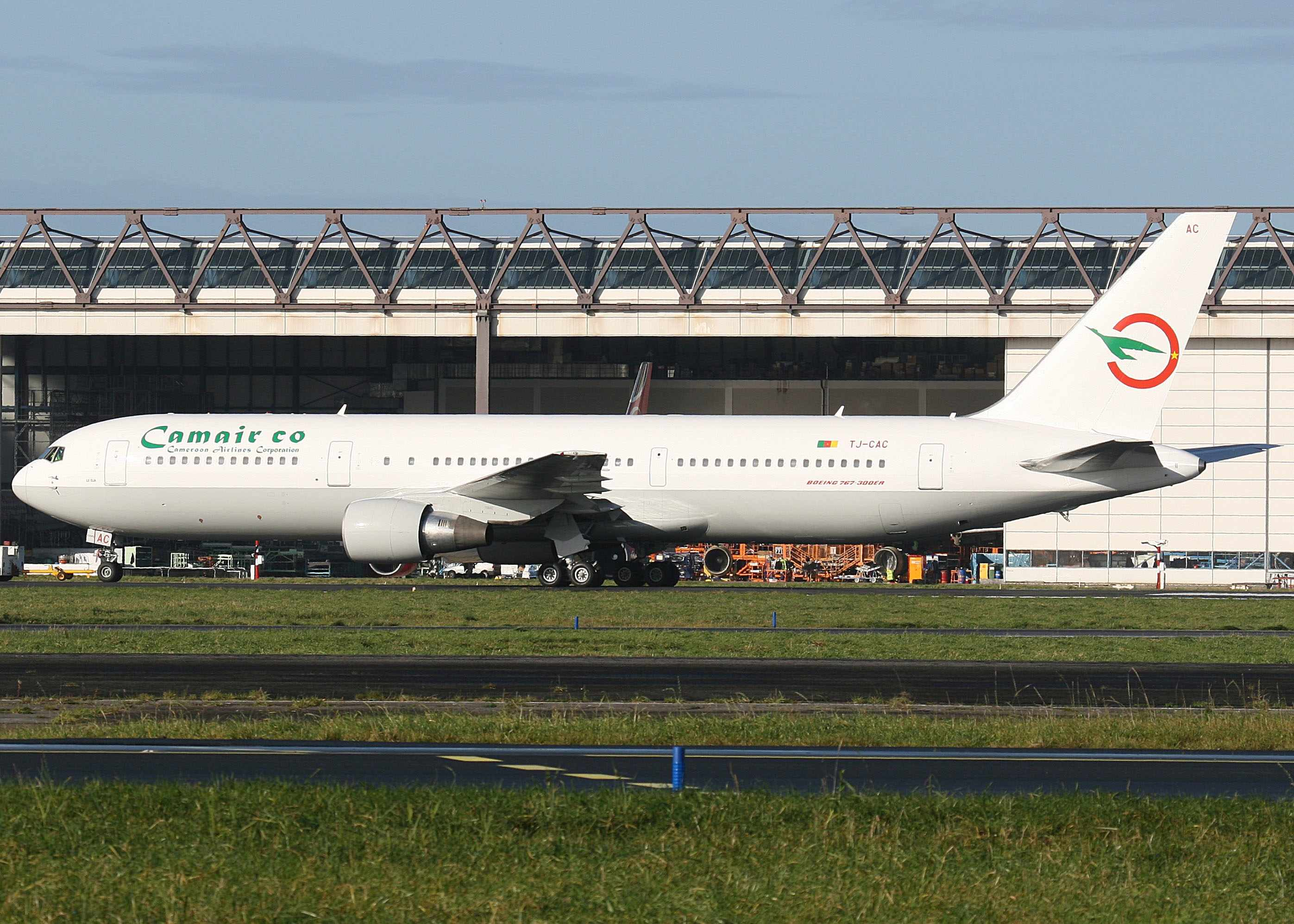 Camair co 767-300 TJ-CAC (09)(Grd) SNN (TV)(LR)